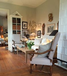 Belgian style living room - simple & elegant - F&B Shaded White walls - Horsch Interiors