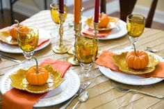 5 TIPS FOR EFFORTLESS ENTERTAINING: DINNER PARTY STYLE- Fall dinner party tablescape inspiration! Pizzazzerie.com