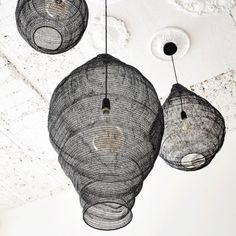 Shopping déco inspiration beach house à Byron Bay, Australie : suspension en fer style filet - Get the look : Byron Bay luxury hotels and villas home decor ideas = metal ceiling light // Hellø Blogzine blog deco & lifestyle www.hello-hello.fr
