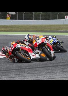 Great photo of Honda teammates Marc Marquez and Dani Pedrosa being stalked by Valentino Rossi at Catalunya 2014 Marc Marquez, Motogp Race, Motosport, Racing Motorcycles, Valentino Rossi, Super Bikes, Road Racing, Cars, Grand Prix