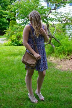 swingy dress + wedge heels = summer date night outfit | laurasbestlife.com