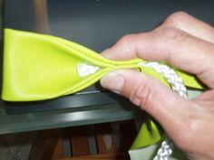 Schöne Taschenhenkel sind mir einfach zu teuer. Hier zeige ich euch mal, wie ich meine Kunstlederhenkel mache: Ihr braucht 2 Streifen aus...