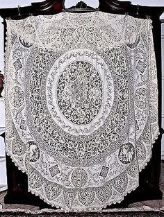 19C-Milanese-Cantu-Bobbin-Lace-Figural-amp-Filet-Lace-Inserts-Round-Tablecloth-104-034-D