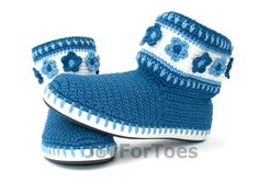 Crochet Boots Shoes Gzhel Inspired Jeans Blue White Boots Made to Order cute;) and lovely collection Crochet Shoes Pattern, Crochet Boots, Crochet Clothes, Blue And White Boots, Sock Shoes, Shoe Boots, Knitted Slippers, Crochet Baby Booties, Boot Cuffs