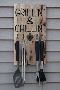 Grilling utensils - Grill Utensil Holder Wood Sign Rustic Decor Cast Iron Bottle Opener Wedding Gift Gift for Him Bridal Diy Holz, Diy Wood Projects, Diy House Projects, Outdoor Projects, Diy House Ideas, House Ideas On A Budget, Wood Pallet Crafts, Scrap Wood Crafts, Pallet Projects Signs
