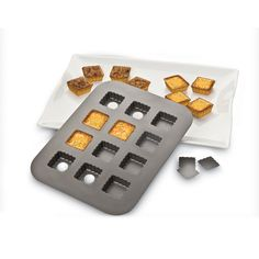 Chicago Metallic 26635 Lift and Serve Single Squares Pan *** Visit the image link more details. Baked Oreo Cheesecake Recipe, No Bake Oreo Cheesecake, Chicago Metallic, Square Pan, Garage Sale Finds, Cream Tea, Thing 1, Cooking Tips