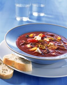 Gyros-Tomatensuppe mit Feta   Kalorien: 215 Kcal - Zeit: 45 Min.   http://eatsmarter.de/rezepte/gyros-tomatensuppe-mit-feta