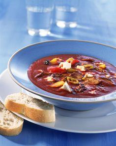 Gyros-Tomatensuppe mit Feta | Kalorien: 215 Kcal - Zeit: 45 Min. | http://eatsmarter.de/rezepte/gyros-tomatensuppe-mit-feta