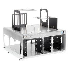 DimasTech Bench Table Easy V2.5 in grau. Extreme-Overclocking und die damit verbundene Jagd nach Bench-Rekorden gehört zu solch einer speziellen Anwendung, wo die professionellsten Lösungen von kleinen Unternehmen stammen, die von Benchern gegründet wurden. DimasTech ist hierbei ein führender Anbieter und genießt in der OC-Community einen hervorragenden Ruf.
