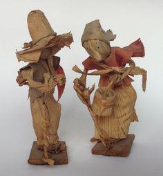 Pareja de ancianos campesinos miniatura de hoja de maíz, originales de Santa Ana Acatlán, Jalisco. Price Upon Request ~ Preguntar el precio.