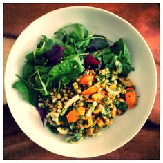 Salad plate #11: mung bean, yellow tomato, onion and parsley salad with mixed salad leaves.