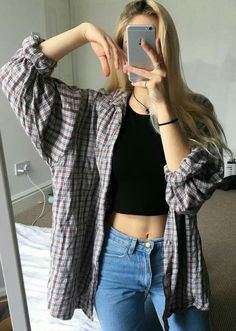 Iconic grunge look with oversized flanel and light blue jeans