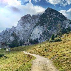 #dachsteinkönig #instaspot #zwieselalm #donnerkogel #gletscher #austria #österreich #urlaubsziel #reiseziel #familie #urlaub #family #holiday #gosau #oberösterreich #berge #seen #tipps #instagrammable #wanderung #gosaukamm #gosaukammbahn #bergblick Seen, Half Dome, Mountains, Nature, Travel, Pictures, Holiday Destinations, Destinations, Hotels For Kids