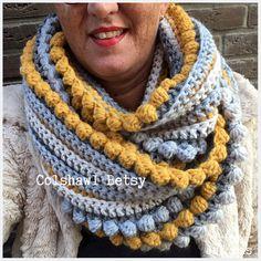 Gehaakte colshawl Betsy handmade by juf sas met gratis haakpatroon Crochet Scarves, Crochet Shawl, Crochet Clothes, Knit Crochet, Love Crochet, Single Crochet, Knitting Patterns, Crochet Patterns, Bobble Stitch