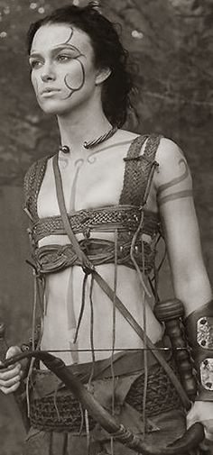 Keira Knightley as Guinevere ready for battle. I think that the Picts could have gone to battle in very light armour such as these, but in the case of the women, the breast protectors would've wanted to protect all their breasts, not to show them off. Warrior Princess, Warrior Girl, Fantasy Warrior, Viking Warrior Woman, Warrior Queen, Fantasy Characters, Female Characters, Cosplay, Character Inspiration