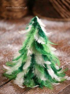 Stożek  z piór  ok 28 cm w odcieniach zieleni