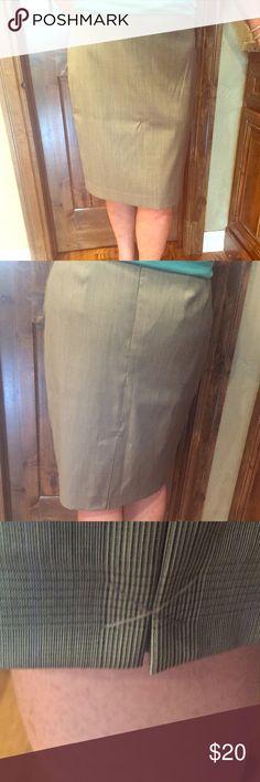 Pencil skirt Brand new and never worn plaid pencil skirt. Still has slit sewn shut. Elie Tahari Skirts Pencil