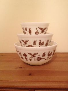 Vintage Pyrex Early American Mixing Bowls 401 by TheSuburbanPicker