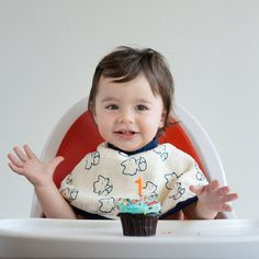 Luxury Ultimate Four Layer Bib + Burp Cloth from @MonicaandAndy is adorable, soft and super-absorbent!