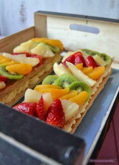 Tarta de hojaldre con crema pastelera y frutas de temporada- Muchomasquecupcakes