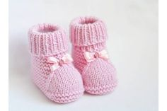 These cute baby booties are the perfect accessories for your baby! Use this newborn baby booties free knitting pattern to make your own now! For the little ones knitting bootees with knitting needles two workshops bootees knitting needles workshops allesf Baby Booties Knitting Pattern, Knitted Booties, Crochet Baby Booties, Baby Knitting Patterns, Baby Patterns, Knitted Hats, Free Knitting, Kids Knitting, Hat Crochet