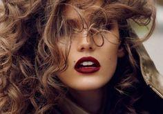 Labbra bordeaux per un make up intenso anche in estate [FOTO] | Stylosophy