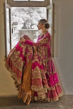 Image may contain: one or more people and people standing Desi Wedding Dresses, Asian Wedding Dress, Pakistani Wedding Outfits, Bridal Outfits, Designer Bridal Lehenga, Indian Bridal Lehenga, Indian Bridal Fashion, Pakistani Wedding Dresses, Red Lehenga