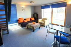 VITA to 2-poziomowy apartament we Wrocławiu, usytuowany w odrestaurowanej kamienicy z windą i ochroną.  Posiada duży taras i antresolę. W mieszkaniu dostępny jest internet bezprzewodowy. 2 pokoje, 55 m², 4 piętro Więcej na http://www.capitalapart.pl/wroclaw_apartamenty/apartament_wita_stwosza_vita #apartamenty #wroclaw
