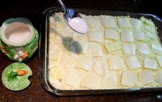 Choose your favorite canned, pie filling. Sometimes, I enjoy combining two different ones… like Apple & Peach. This recipe can be made in an x baking dish (use only … Banana Pudding Desserts, Corn Pudding Recipes, Banana Dessert Recipes, Homemade Desserts, Apple Desserts, Canned Peach Cobbler Recipe, Can Peach Cobbler, Fruit Cobbler, Blackberry Cobbler