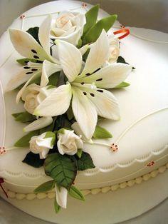 picture of elegant wedding cake