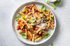 Fusilli met groentesaus en hamblokjes - Recept - Allerhande