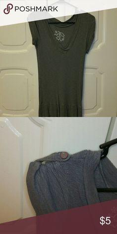 Short sleeve shirt Gray short sleeve shirt lightly worn Tops Tees - Short Sleeve
