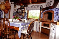 Tuscan Retreats - Villa Montecurto. Lovely rustic Italian country kitchen. just a little to blue...