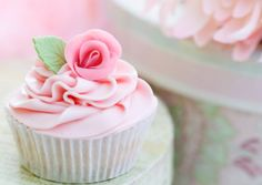Sometimes cakes are so pink and lovely they make me want to cry.....sorry for being such a girl. This is one of them by the way!