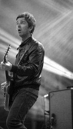 The amazing Noel gallagher Oasis Band, I Love Him, My Love, Noel Gallagher, Vintage Soul, Playing Guitar, Rock Bands, Jon Snow, Musica