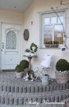 Nordic Shabby Chic in Germania a casa di Mary - Beliebt Dekoration Landhausstil Decoration Shabby, Decoration Entree, Shabby Chic Decor, Shabby Chic Patio, Casas Shabby Chic, Estilo Shabby Chic, Garden Cottage, Home And Garden, Outdoor Spaces