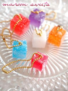 maroon sweets- live this sugar look on resin Resin Glue, Ice Resin, Resin Molds, Resin Art, Candy Jewelry, Resin Jewelry, Diy Craft Projects, Diy And Crafts, Ice Cream Candy