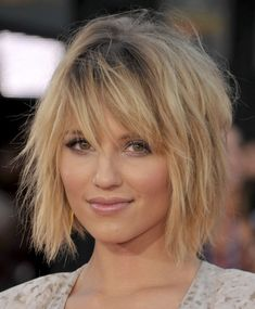 Short Shag Haircuts That'll Finally Convince You to Make the Chop The shag trend is here to stay. Modern Shag Haircut, Short Shaggy Haircuts, Short Shag Hairstyles, Haircuts For Fine Hair, Modern Haircuts, Shag Bob Haircut, Short Shaggy Bob, Best Bob Haircuts, Haircut Short