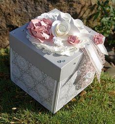 ... heute das Kreative!!!! Die liebe Nadine hatte vor ein paar Tagen Geburtstag und da musste ein, zum Anlass passendes, Geschenk her.... Explosion Box Anleitung, Card In A Box, Cricut Explore Projects, Scrapbook Box, Exploding Box Card, Diy And Crafts, Paper Crafts, Magic Box, Ideas Geniales
