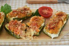 Le barchette di zucchine alla mediterranea sono un secondo patto ricco di sapore fatto al forno e che si presta ad ogni occasione.