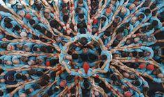 09. 03. | 19:00Atlas VS 16. 03. | 19:30Kino 35 180 minut Co znamená být člověk a co je nám všem společné? Autor vizuálně velkolepého dokumentu, francouzský fotograf a environmentalista Yann Arthus-Bertrand, hledá odpovědi po celém světě. Na dvě stovky lidí ze šedesáti zemí světa před kamerou sdílí své hluboce osobní příběhy...