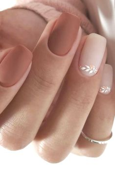 Semi-permanent varnish, false nails, patches: which manicure to choose? - My Nails Beige Nails, Pink Nails, Gel Nails, Nail Nail, Nail Polish, Coffin Nails, Simple Wedding Nails, Wedding Nails Design, Nail Wedding