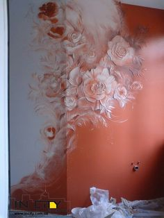 Awesome blended colored wall with Roses. So romantic! Стена