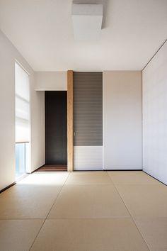 Design created by Tora Byrd Lucas in neybers Modern Japanese Interior, Japanese Minimalism, Japanese Modern, Japanese House, Contemporary Interior, Tatami Futon, Tatami Room, Washitsu, Japanese Living Rooms