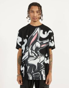 Discover the latest trends in New with Bershka. Bugs Bunny, Fashion News, Latest Fashion, Bershka Collection, Bunny Man, Latest Trends, Mens Tops, T Shirt, Outfits