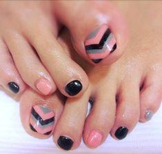 Diseño de uñas Chevron Toe