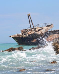 This shot was taken at the most southern tip of Africa called #CapeAgulhas. It's here that the Atlantic and the Indian Ocean meet. The sight of the ocean and the landscape in general is so unique that it's well worth the 2-3 hour trip from Cape Town. #SouthAfrica #struisbaai #igSouthAfrica #shipwreck #ocean #atlanticocean #indianocean #travel #adventure #explore #igafrica #blitzworld Thanks to @travel_krawell #capetown #blitzworldsouthafrica #blitzworldafrica #african #wreck #wreckdiving…