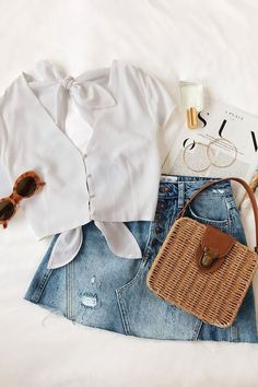 Fashion outfits 32 Awesome Crop Top Styles Ideas Summer Outfit Classy Look Stylish Outfits To We Cool Summer Outfits, Summer Outfits Women, Stylish Outfits, Cute Outfits, Fashion Outfits, Womens Fashion, White Top Outfit Summer, White Crop Top Outfit, Fall Fashion