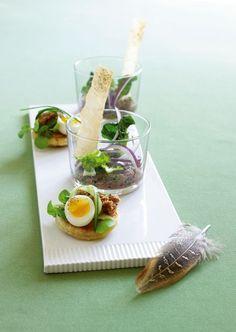 Blinis med fasan og rillettes på vildand er små himmerigsmundfulde at begynde middagen med - forkæl dine gæster med denne lækre opskrift.