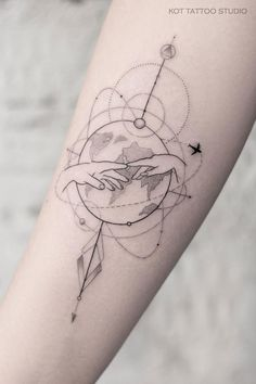 Black and white tattoo on the arm for girls. Female tattoo on the forearm Bff Tattoos, Time Tattoos, Body Art Tattoos, Hand Tattoos, Geometric Shape Tattoo, Airplane Tattoos, Small Shoulder Tattoos, Small Tattoos For Guys, Tattoo Models